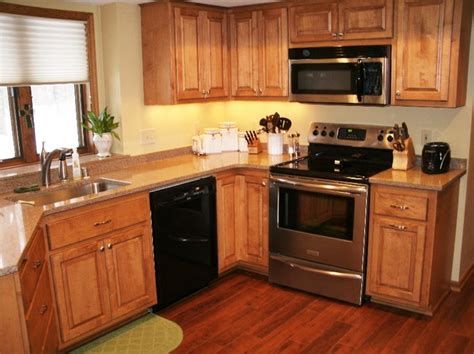 laminate flooring kitchen cabinets kitchen cabinets refaced in maple with medium brown 8871