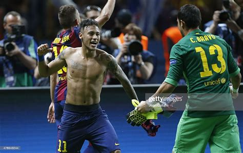 Neymar Jr of Barcelona celebrates the victory after the ...