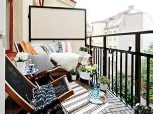 tisch fã r balkon balkontisch verwandelt den balkon in einen verlockenden platz
