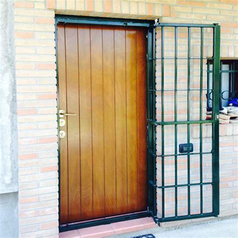 Inferriate Porte by Inferriata Su Porte Finestre Con Decoro Barra Quadra