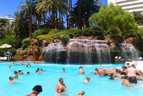 Best Pools In Vegas Easy & Quick Guide
