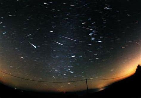 meteor shower definition meteor shower define meteor shower at dictionary