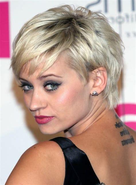 coiffure courte moderne pour femme