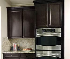 Sarsaparilla Cabinets in Casual Kitchen - Aristokraft