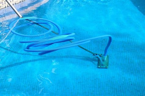 How-to-vacuum-a-pool-with-an-intex-sand-filter