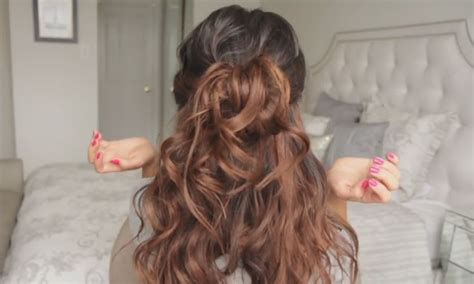 half up half down hairstyle perfect for going on dating