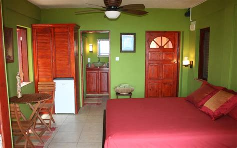 sweet retreat hotel located  bequia  home