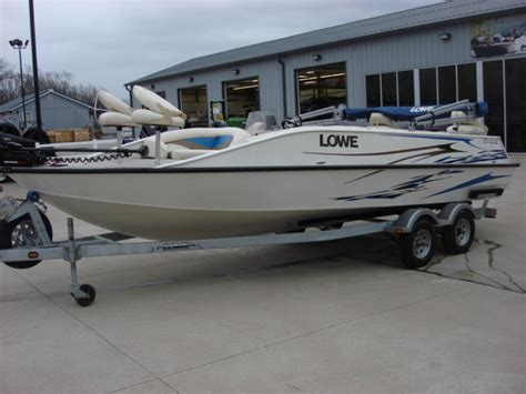 Suncruiser Deck Boat by Lowe Deck Boat Sd224 Sport Deck Pontoon Boats Used In