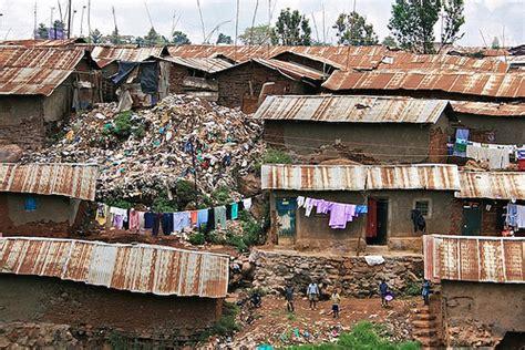 ケニア: スラムで危険にさらされる女性たち   TwoEm's