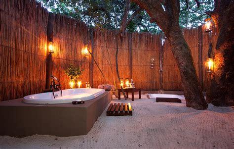 Outdoors Bathroom : Top 10 Fancy Natural Outdoor Bathrooms