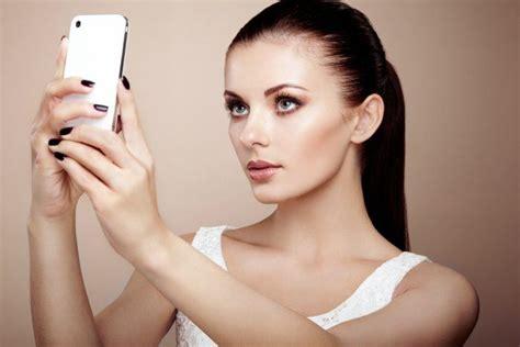 7 Makeup Tips And Hacks To Fake High Cheekbones