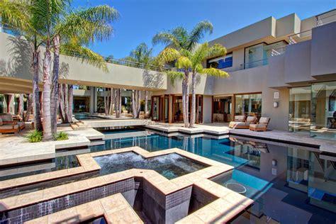 modern  sophisticated mansion  escondido california