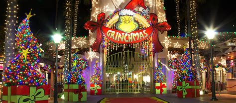 when does universal studios decorate for christmas