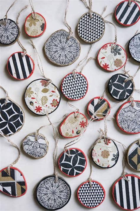 basteln malen kuchen backen weihnachtsschmuck aus holzscheiben