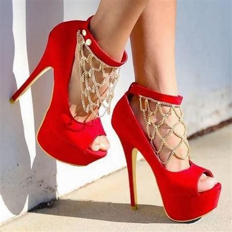 A Dama De Vermelho -