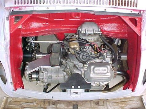 Modernen Motor In Oldtimer Einbauen by Moto Guzzi In Het Achteronder Fiat 500