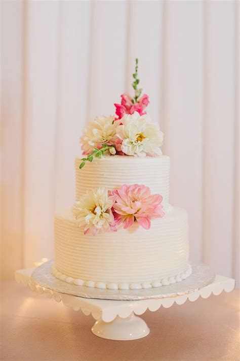 tier  wedding cake  flowers wedding cake