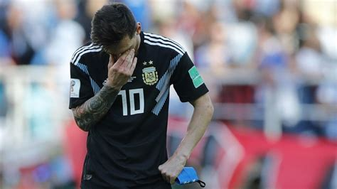 lionel messi misses penalty iceland holds argentina