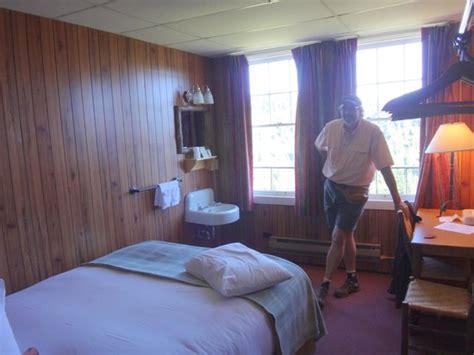 queen room   annex picture  paradise inn  mount