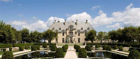 luxury accommodations  gatsby era historic mansion