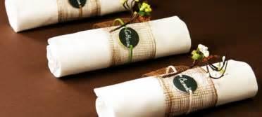 gã nstige verlobungsringe mit gravur tischdeko fã â r hochzeit ideen sonnenblumen gruene flaschen vasen pictures to pin on