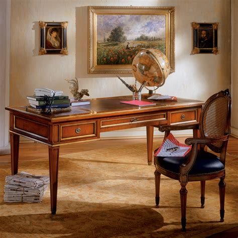 scrivanie classiche in legno scrivania con tre cassetti piano in pelle con decorazione