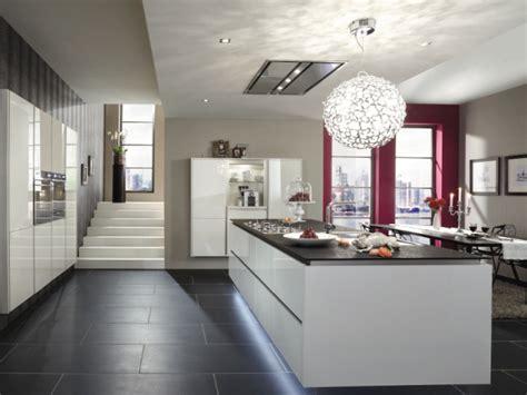 hotte de cuisine plafond une hotte intégrée au plafond pour une cuisine en toute