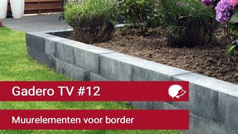 verhoogde border maken van betonnen muurelementen