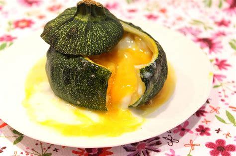 cuisiner des courgettes rondes courgette ronde farcie comme un oeuf cocotte pour ceux