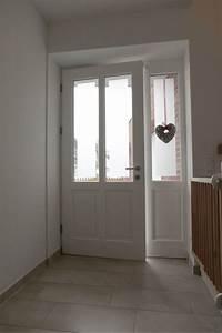 Weiße Möbel Mit Holz : holz haust r mit altbau charme klassische wei e rahment r mit parallelen lichtausschnitten und ~ Markanthonyermac.com Haus und Dekorationen