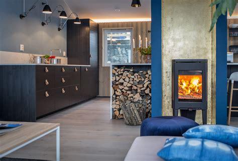 poele à bois pour cuisiner intérieur scandinave bleu cuisine et lambris bois