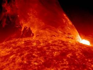 wordlessTech | Monster prominence erupts from the Sun (video)