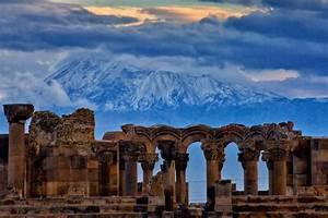 Zvartnots Cathedral, sights of Armenia  Zvartnots