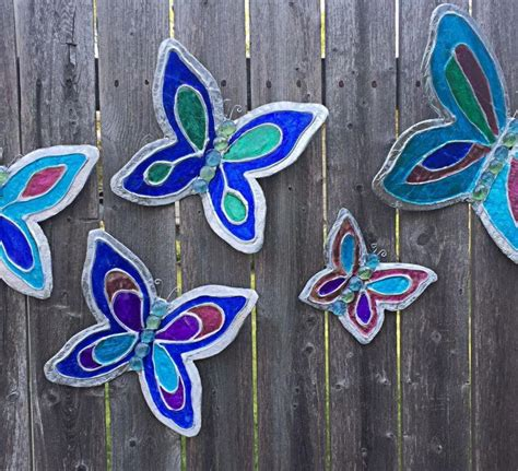 I hope you have fun making this and remember to vote because it means a… Butterfly Wall Decor | AllFreePaperCrafts.com