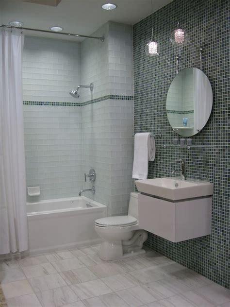 glass subway tile bathroom ideas 163 best images about small bathroom colors ideas on pinterest vintage bathrooms subway