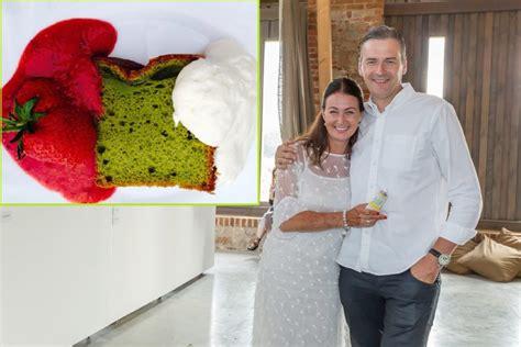 Sieva Mārtiņu Bondaru lutina ar pašas gatavotu zaļās tējas ...