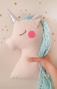 Einhorn Kissen Nähen : unicorn gift pillow plush toy mint unicorn nursery decor ~ A.2002-acura-tl-radio.info Haus und Dekorationen