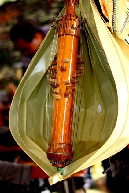 Knobe khabetas pada umumnya dimainkan pada saat alat musik ini dimainkan dengan cara dipetik dengan kedua tangan layaknya harpa. Sejarah Alat Musik Sasando Asal Nusa Tenggara Timur Indonesia - Alam Pedia