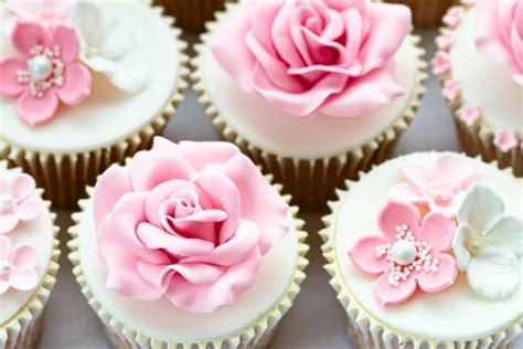 cupcakes muffins schoene dessert ideen fuer die hochzeit