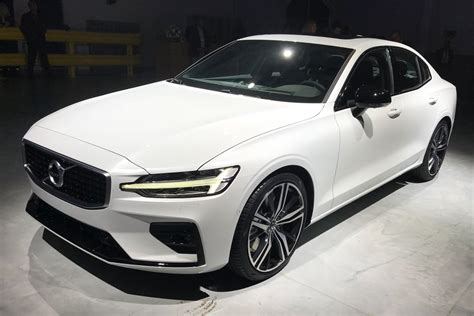 volvo  revealed  uk debut set   auto express
