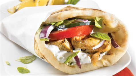 recette cuisine grecque sandwich au poulet à la grecque recettes iga barbecue