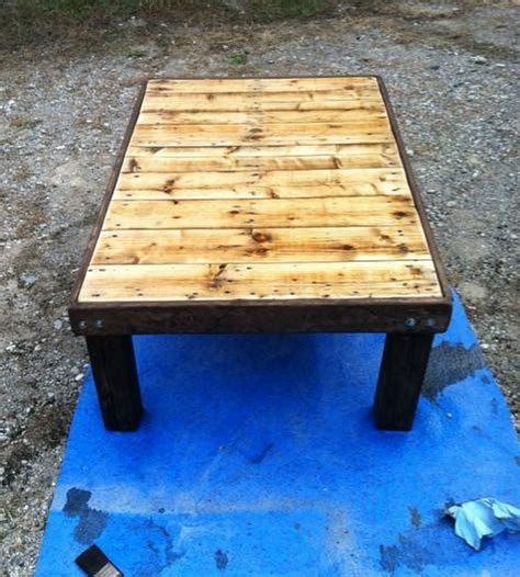 This whitewashed pallet coffee table is made of two pallets cut down to size and stacked on top of each other. DIY Pallet Coffee Table - The Owner-Builder Network