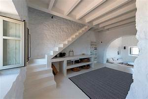 Restored 17th Century Stone House In Greece With Modern