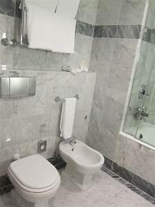 Bidet Toilette Kombination : toilet and bidet combination in modern bathroom awesome ~ Michelbontemps.com Haus und Dekorationen