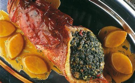 cuisiner le chapon farci chapon de méditerranée farci et braisé au jus de