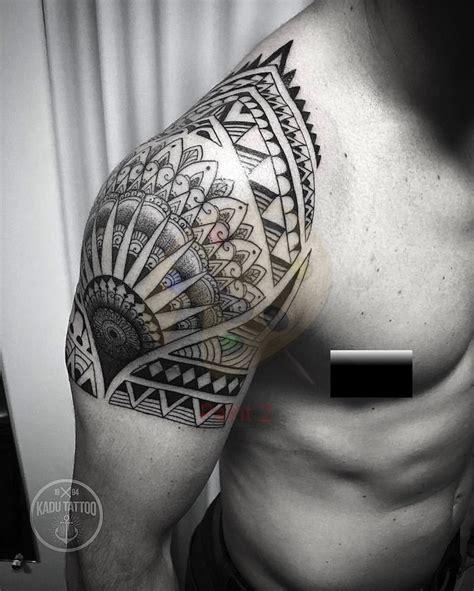 idees tatouage epaule des modeles sur lesquels
