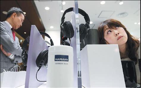 A Customer Tries A Harman International Industries Inc S