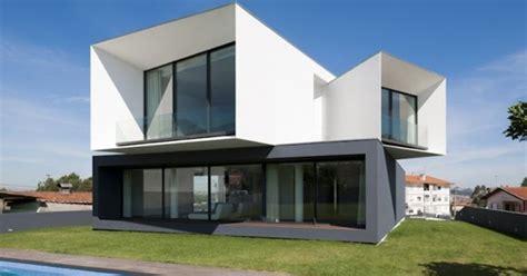 rumah modern  futuristik multi level desain rumah