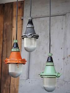 Lampe Suspension Industrielle : lampe baladeuse industrielle suspension verre verte ~ Dallasstarsshop.com Idées de Décoration