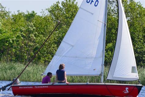 Buitenboordmotor Voor Zeilboot by Ufo Open Zeilboot Met Buitenboordmotor Zeilboot Ufo